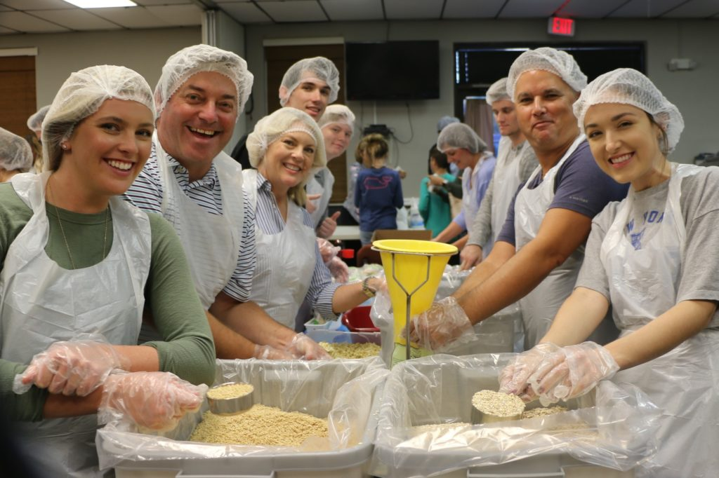 happy volunteers Feed ing the hungry